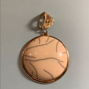 Jewelry - Stunning medallion